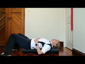 Lay down on the foam roller and enjoy a stretc for 5-10 minutes