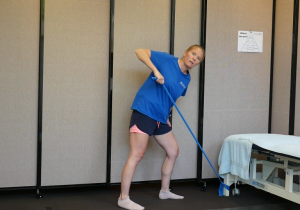 Back and Shoulder Resistance Band Strength Exercises: Lawn Mower. This is how it should be done.