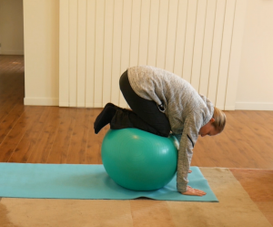 Gym Ball Shoulder Exercises to Try Out: Exercise #3: Bending Knees